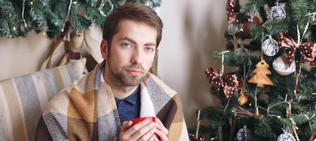 Weihnachten steht vor der Tür. Sie haben alle Geschenke besorgt, Einkaufslisten abgearbeitet und Ihr Festtagsmenü steht auch. Jetzt fehlt nur noch eine Kleinigkeit, damit Sie die Feiertage sorgenfrei überstehen. Rüsten Sie noch einmal Ihre Hausapotheke auf, denn gerade über Weihnachten sollten Sie auf alle Eventualitäten vorbereitet sein.