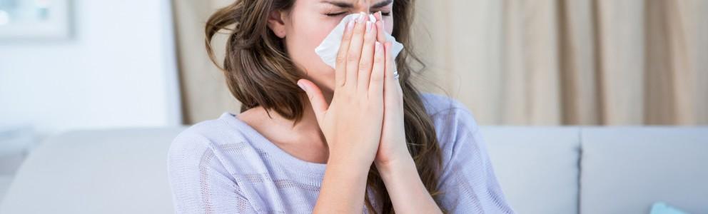 Nasensprays gibt es viele. Die einen helfen gegen Allergien, die anderen bei Erkältungen und wieder andere bei einer trockenen und gereizten Nasenschleimhaut. Wer an Erkältung und Schnupfen leidet, kann sich mit abschwellenden Nasensprays behelfen. Sie machen nicht nur die Nase […]