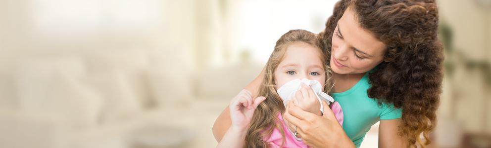 Eltern kennen den Ablauf ganz genau: Kaum hat das Kind eine Erkältung überstanden, fängt die kleine Nase schon wieder an zu laufen und der nächste Schnupfen steht vor der Tür. Das mag zwar lästig sein, ist aber ein wichtiges Training […]