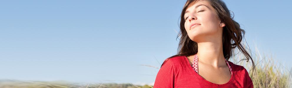 Die gesunde Nase ermöglicht uns nicht nur das Atmen, Riechen und Schmecken, sondern erfüllt weitere wichtige Aufgaben. Die Atemluft wird durch die Nase erwärmt, befeuchtet und von Verunreinigungen, wie Staub, Ruß, Pollen und Keimen befreit. […]