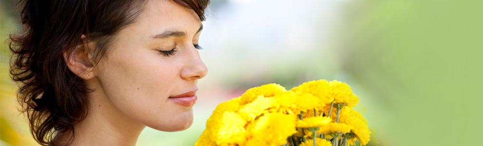 Unsere Nase ist im Sommer vielen verschiedenen Einflüssen ausgesetzt. Aufgrund von Klimaanlage, Wind, Sonne und Co. trocknet die Nasenschleimhaut aus und die Betroffenen klagen über eine juckende und brennende Nase. Das kann so weit gehen, dass Sie sich in der schönen Jahreszeit mit Viren und Bakterien herumschlagen müssen. Damit es so weit gar nicht erst kommt, finden Sie hier wichtige Tipps für eine gesunde Nasenschleimhaut. [...]