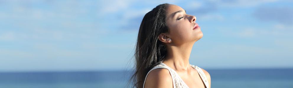 Unsere Nase ist im Sommer vielen verschiedenen Einflüssen ausgesetzt. Aufgrund von Klimaanlage, Wind, Sonne und Co. trocknet die Nasenschleimhaut schnell aus und Betroffene klagen über eine juckende und brennende Nase. Selbst im Sommer sind Schnupfen oder eine Erkältung keine Seltenheit. […]