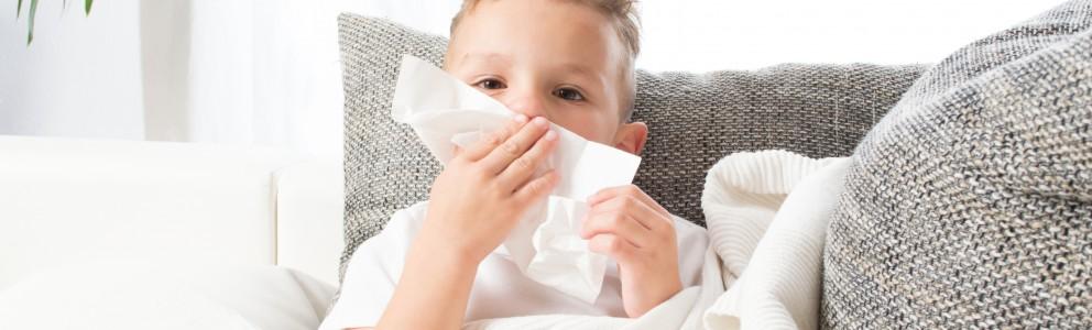 Eine verstopfte Nase ist sehr unangenehm, in der Regel aber ungefährlich. Gerade in der nass-kalten Jahreszeit sind viele Menschen davon betroffen. Schließlich finden Krankheitserreger in Herbst und Winter beste Bedingungen, um sich zu verbreiten. Doch nicht nur eine Erkältung, sondern […]