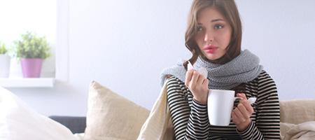 Bild: Arzt oder Apotheke? Wer hilft bei einer Erkältung?